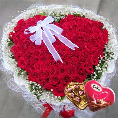 99朵心形红玫瑰巧克力组合